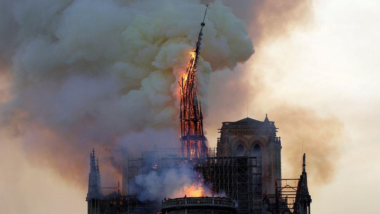 La flèche du monument s'est effondrée peu avant 20heures