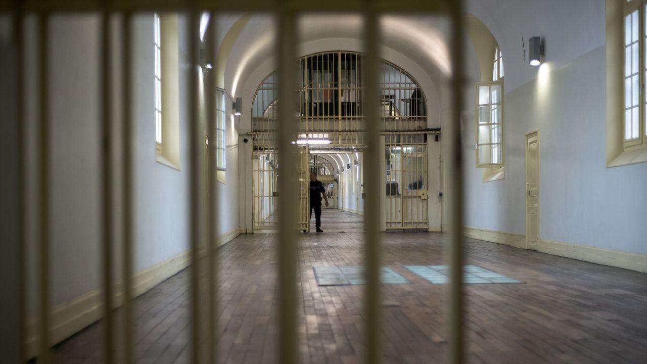 Surpopulation carcérale : repenser la place de la prison en France