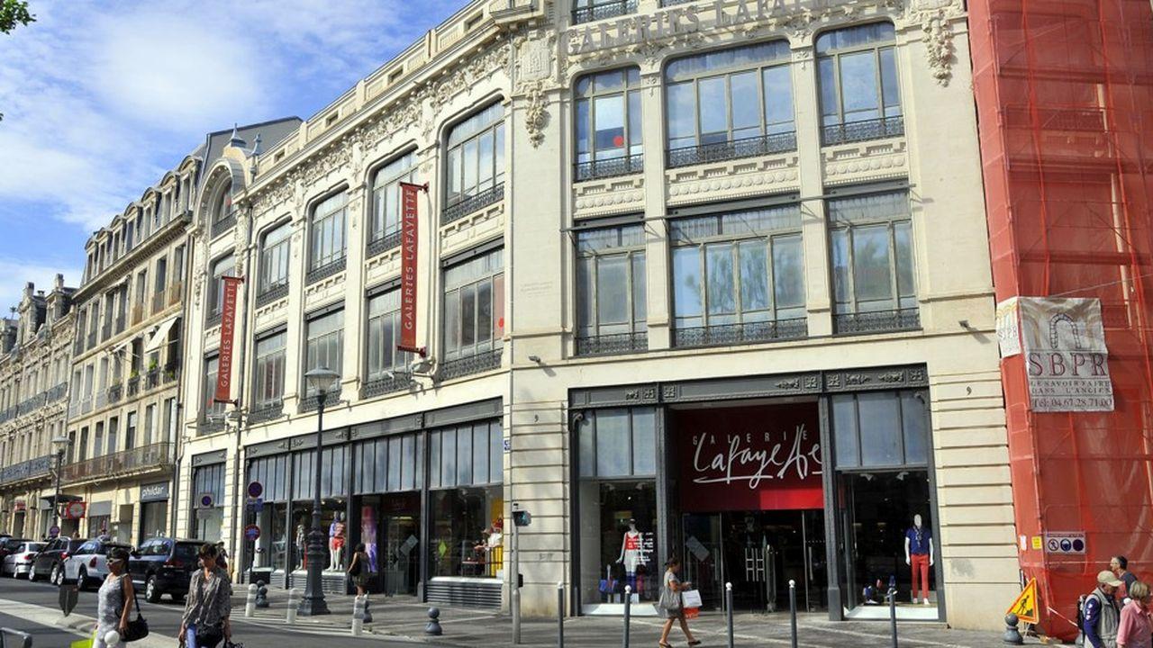Passage de 22 Galeries Lafayette en franchise : alerte sur les centres-villes !