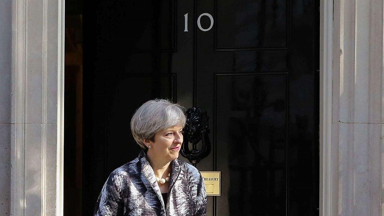 Theresa May, en route vers une victoire écrasante et historique