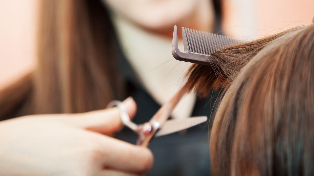 Les inégalités homme-femme chez le coiffeur... au peigne fin