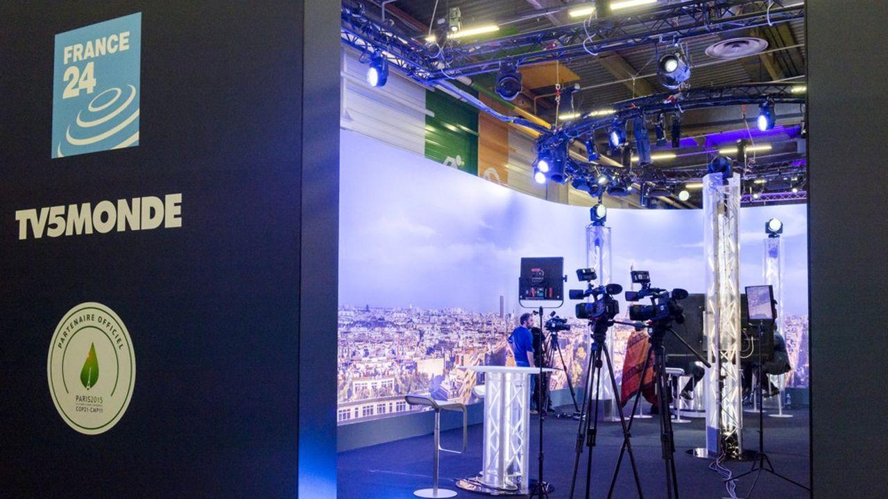 Environ 50% des programmes de TV5Monde viennent de France Télévisions et des partenaires étrangers, 30% sont des acquisitions et environ 20% sont des programmes propres (journaux…).