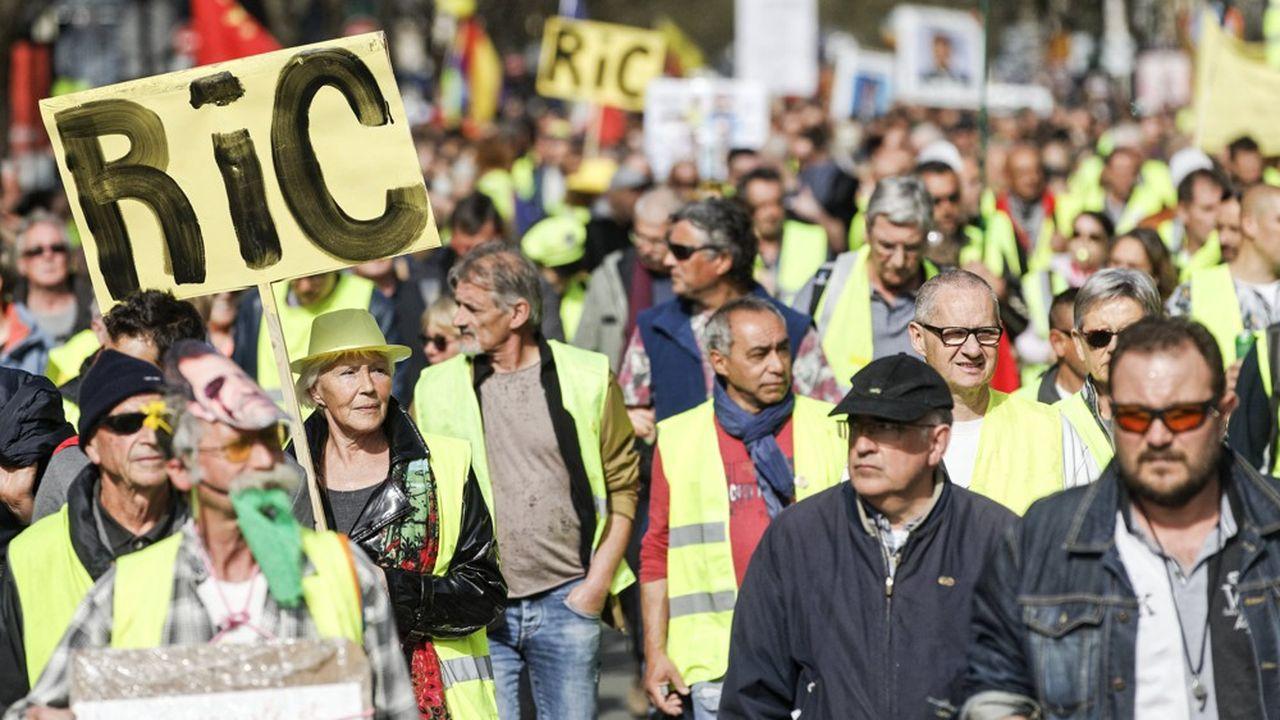 Emmanuel Macron est d'accord pour le référendum d'initiative citoyenne (RIC), mais seulement au niveau local