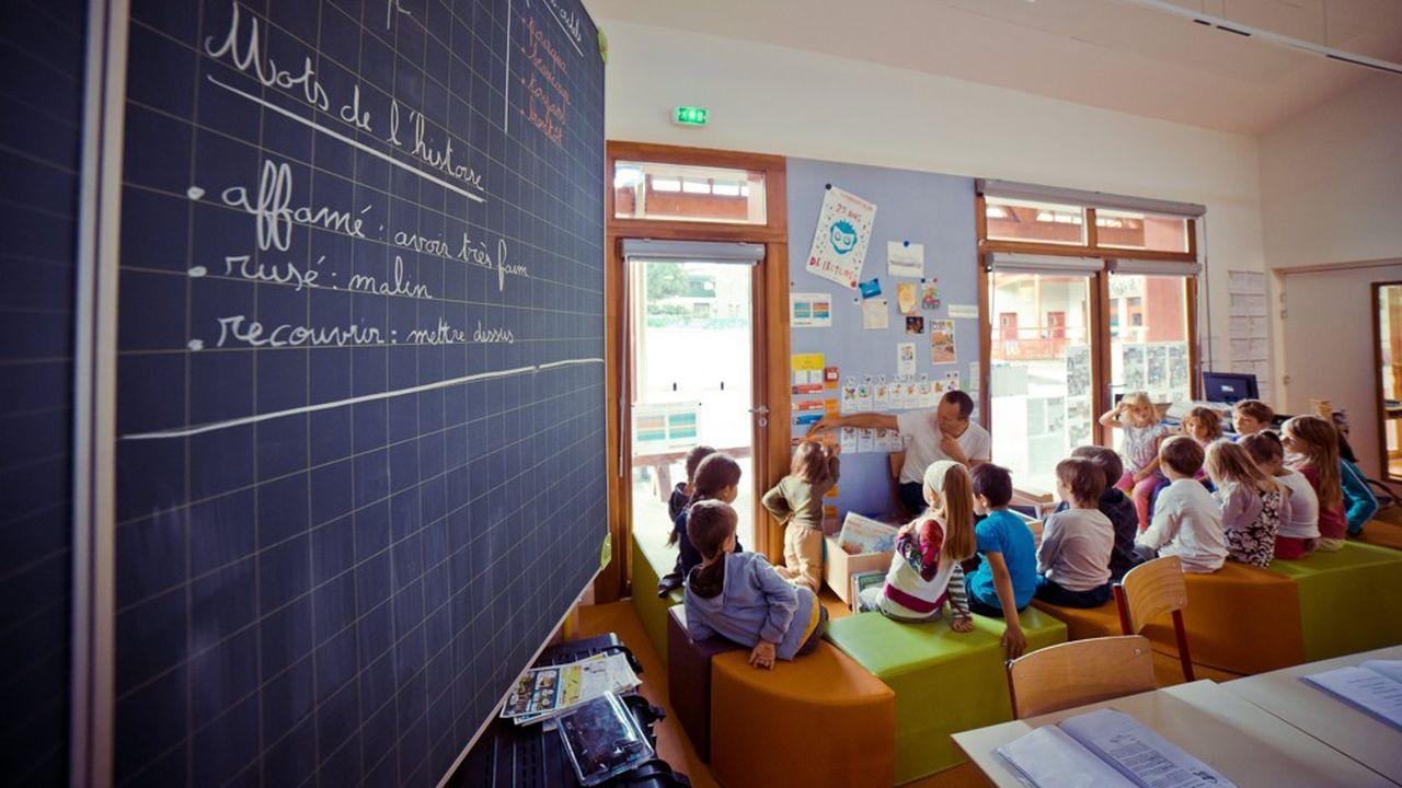 Selon le principal syndicat du primaire, le SNUipp-FSU, 107.000 classes dans le primaire comptent plus de 25 élèves.