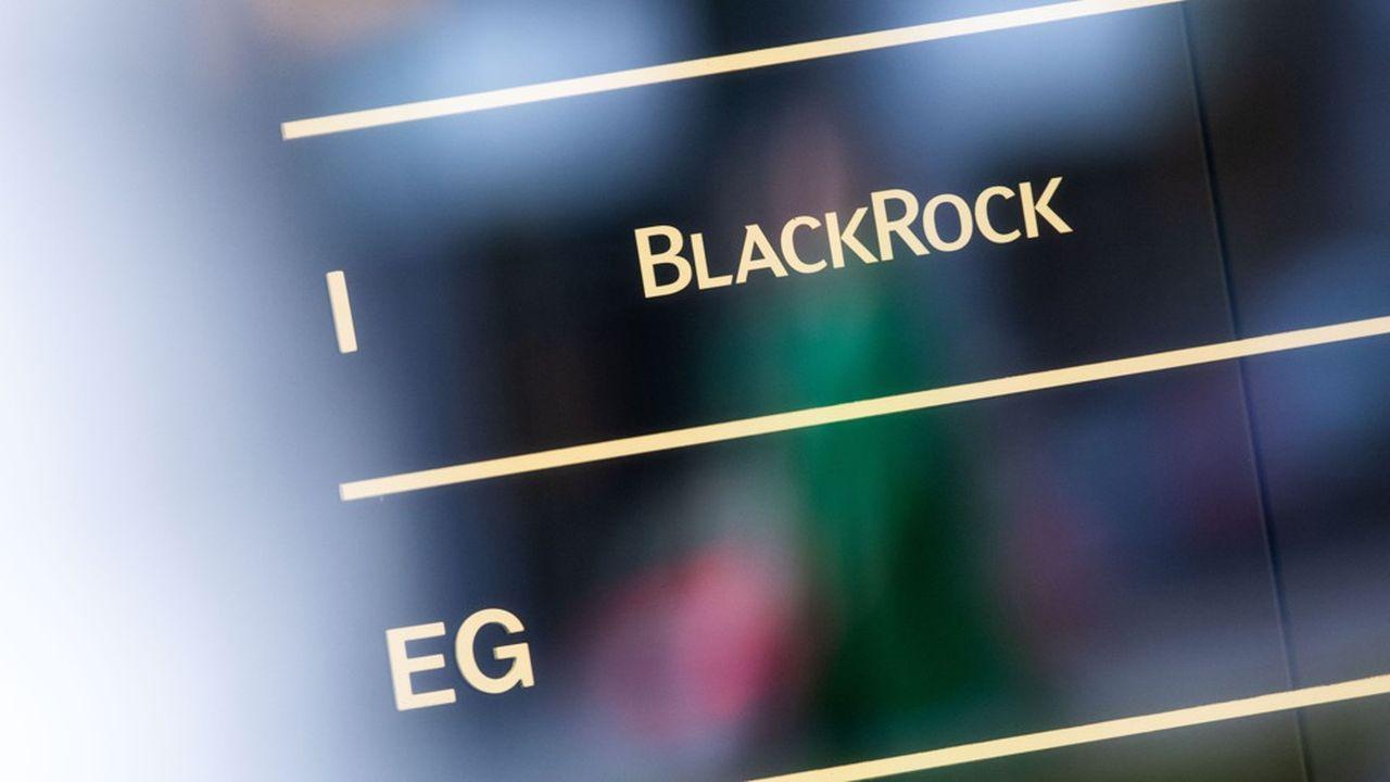 Face à la guerre des prix, BlackRock mise sur les investissements alternatifs.