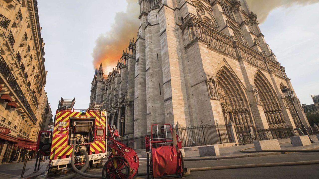 «La France est le plus vieil allié des Etats-Unis, et nous n'avons pas oublié que les cloches de Notre-Dame ont sonné le 12septembre 2001», a rappelé la Maison-Blanche dans un communiqué.