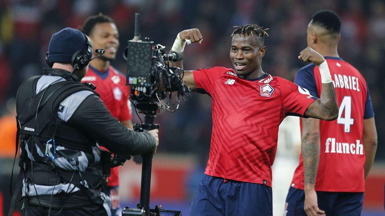 L'accord entre le club de foot lillois et Intersport intervient alors qu'il continue de faire des étincelles en Ligue 1. Le LOSC, qui occupe la deuxième place du championnat, a étrillé le PSG, son leader, le 14avril, le battant 5-1.
