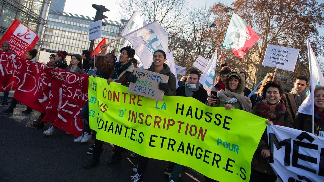 Depuis décembre, des manifestations se sont multipliées contre la hausse des droits d'inscription des étudiants étrangers non européens, annoncée par Edouard Philippe le 19novembre.