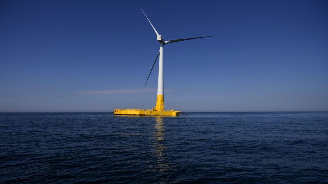 Floatgen, la première éolienne en mer installée en France, au large des côtes de Loire-Atlantique, est une éolienne flottante.
