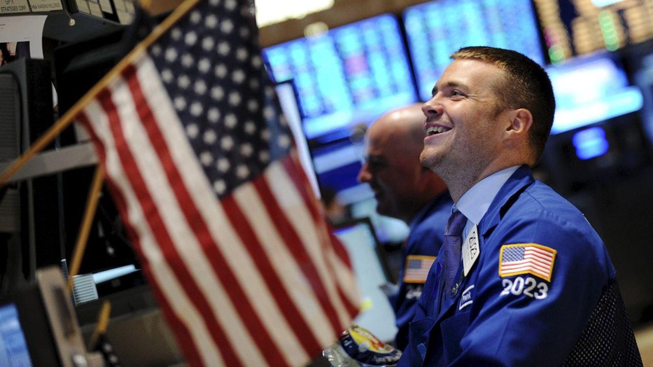 Wall Street a battu des records historiques, mardi, portée par la politique accommodante des banques centrales et des résultats d'entreprises meilleurs qu'attendus.