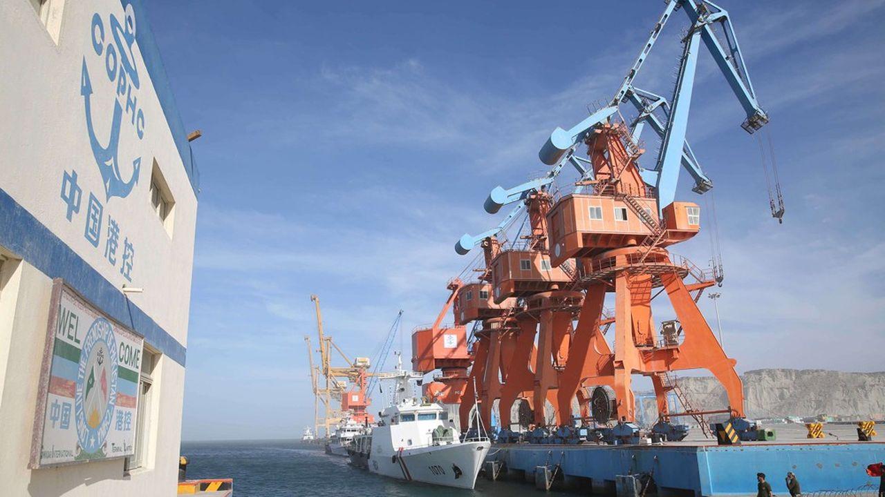 Gwadar est le port en eau profonde situé à l'extrême sud du Pakistan. Cette infrastructure, construite par la Chine, lui permet d'avoir un accès à l'océan indien.