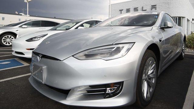 Lourdes pertes pour Tesla, qui promet un retour rapide aux bénéfices