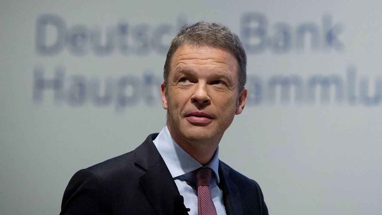 «Nous avançons dans la bonne direction à notre propre rythme», a écrit jeudi Christian Sewing, le président du directoire de Deutsche Bank, dans une lettre au personnel de la banque en commentant les résultats préliminaires du premier trimestre.