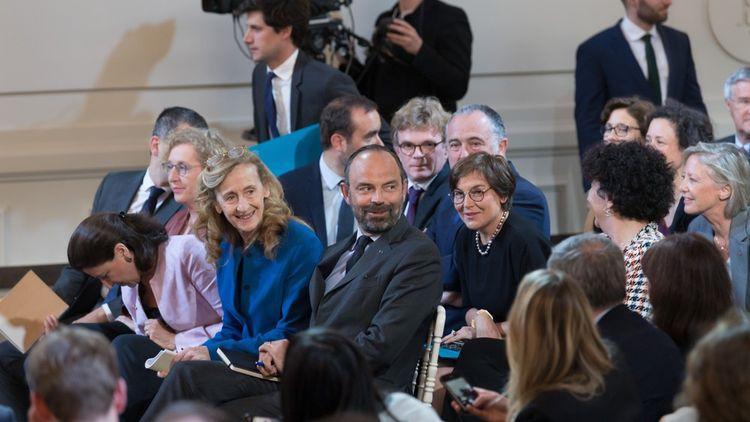 Le gouvernement est présent lors de la conférence de presse.