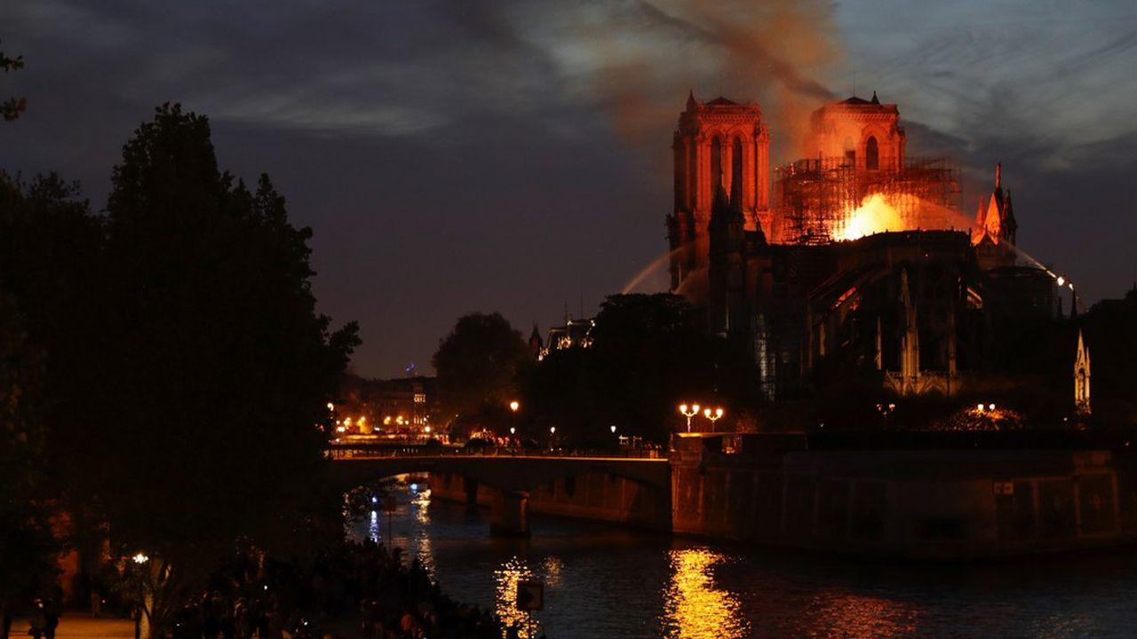Un incendie s'est déclaré le 15avril 2019 dans les combles de la cathédrale Notre-Dame de Paris.