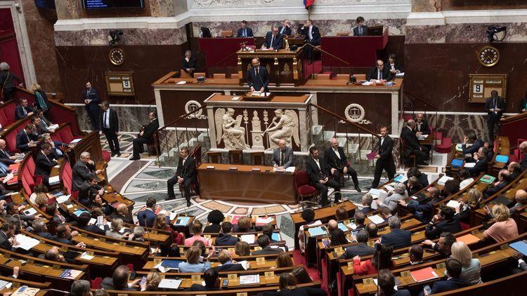 Emmanuel Macron s'est dit aussi favorable à l'introduction d'une dose de 20% de proportionnelle à l'Assemblée.