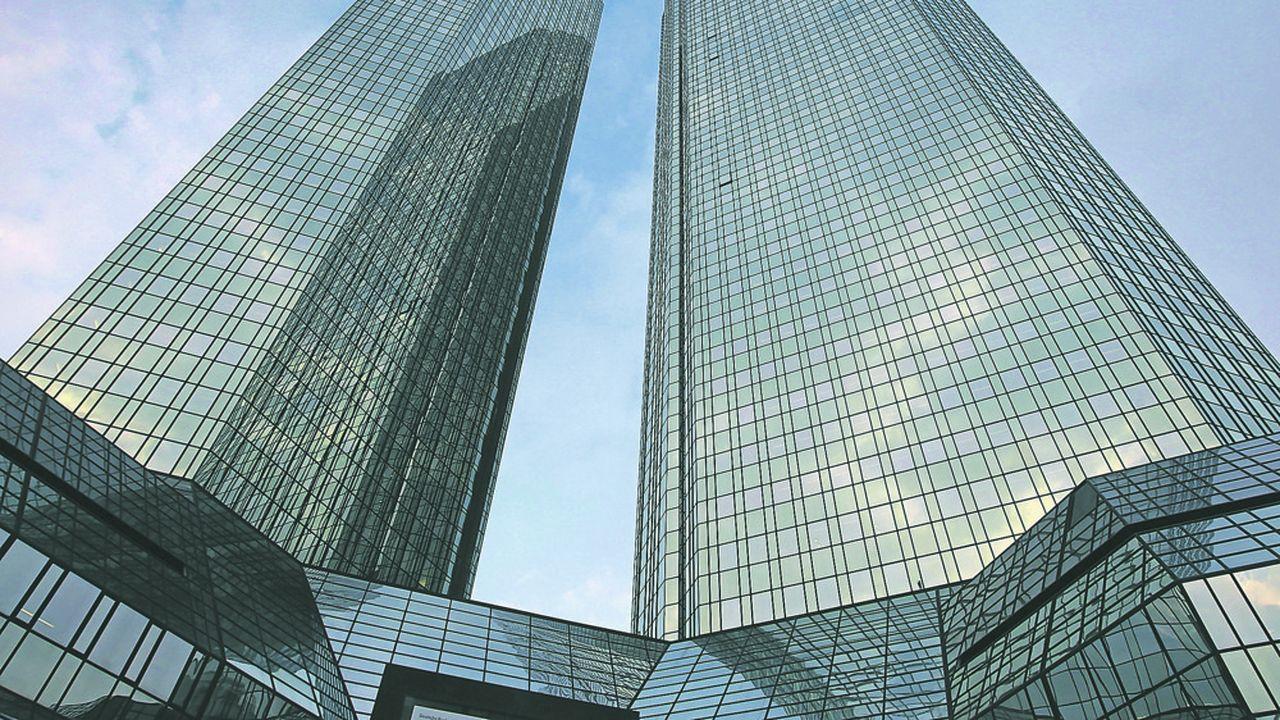 Deutsche Bank, la première banque privée allemande en mal de rentabilité, a continué de voir ses revenus reculer au premier trimestre.