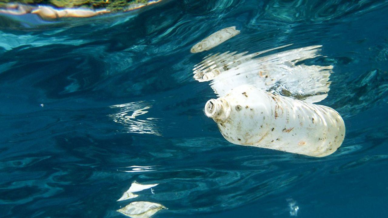 Entre 5 et 13millions de tonnes de déchets plastiques se déversent chaque année dans les océans. A ce rythme, la quantité de plastique dans l'océan devrait dépasser 500millions de tonnes en 2050