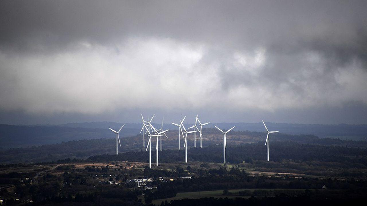 La France est le pays le plus attractif pour les investissements dans les énergies renouvelables. Ici une ferme d'éoliennes à Plomodiern, près de Chateaulin en Bretagne.