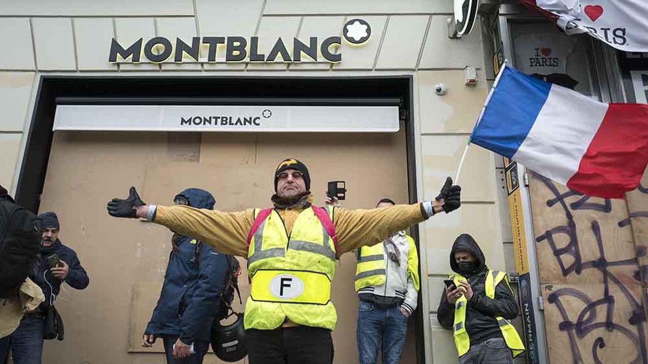 Les Gilets Jaunes, qui ont rassemblé des dizaines de milliers de manifestants, plusieurs samedis en novembre et décembre, ont particulièrement ciblé les symboles du luxe.