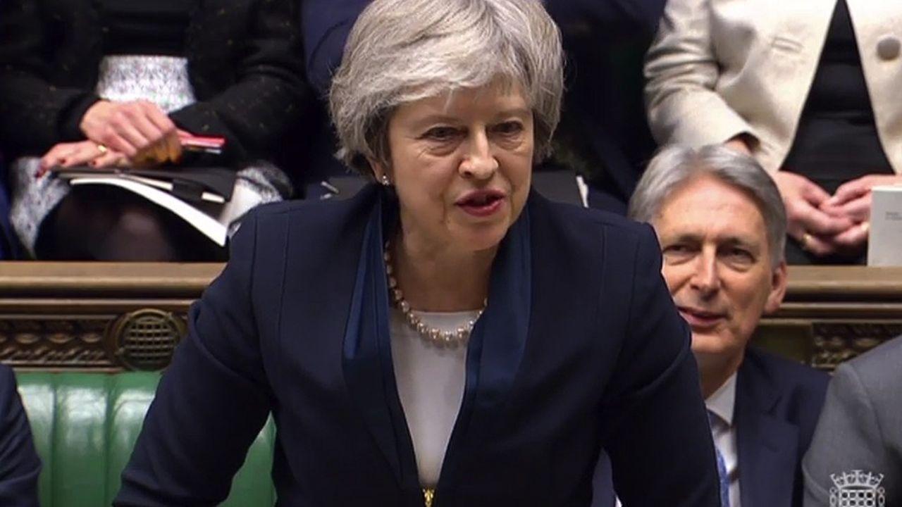 Lourde défaite pour Theresa May, mardi soir, au Parlement britannique sur le projet d'accord de Brexit avec les Européens.