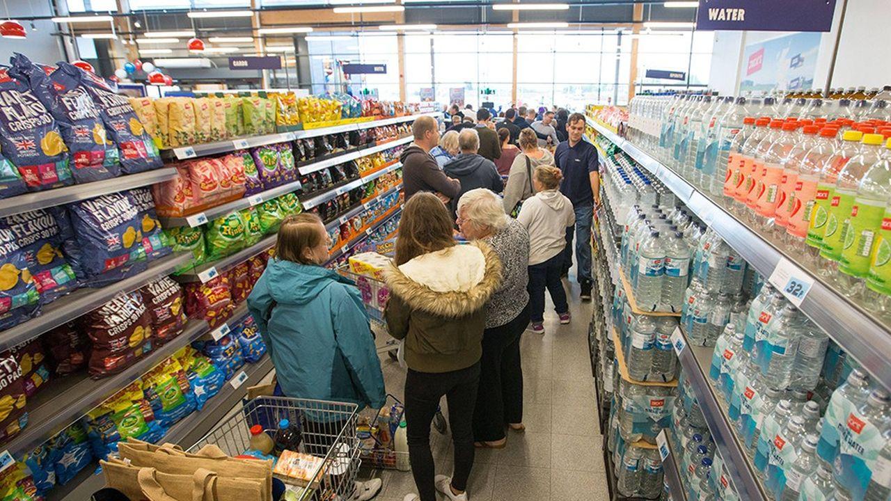 Les chaînes de supermarchés, comme ici dans un Tesco de Chatteris, non loin de Cambridge, constituent leurs propres réserves en vue d'un «no deal».