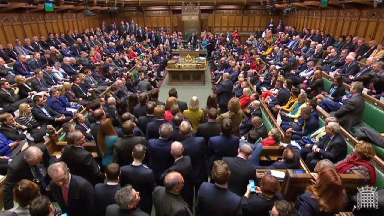 Les députés britanniques ont rejeté mercredi soir par 325 voix contre 306 la motion de défiance présentée la veille par le Parti travailliste