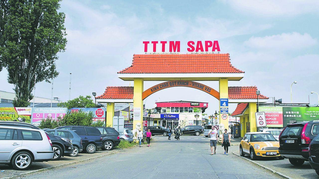 Le TTTM Sapa, situé dans les faubourgs de Prague, est connu comme le «petit Vietnam» où la communauté vietnamienne tchèque opère un marché de gros. Il est devenu aussi un centre culturel vietnamien et accueille un temple bouddhiste.