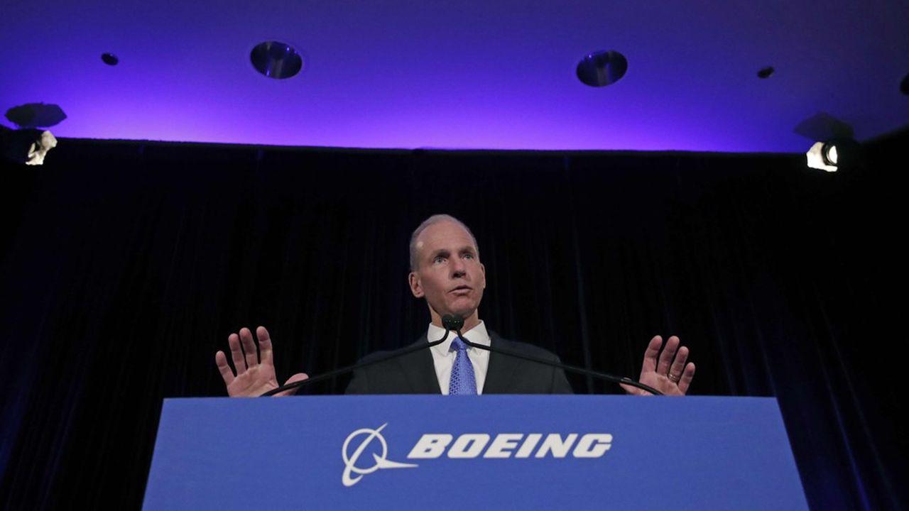 Confronté pour la première fois depuis le dernier crash, aux journalistes et à ses actionnaires, le PDG de Boeing n'a pas réussi à apaiser les critiques.