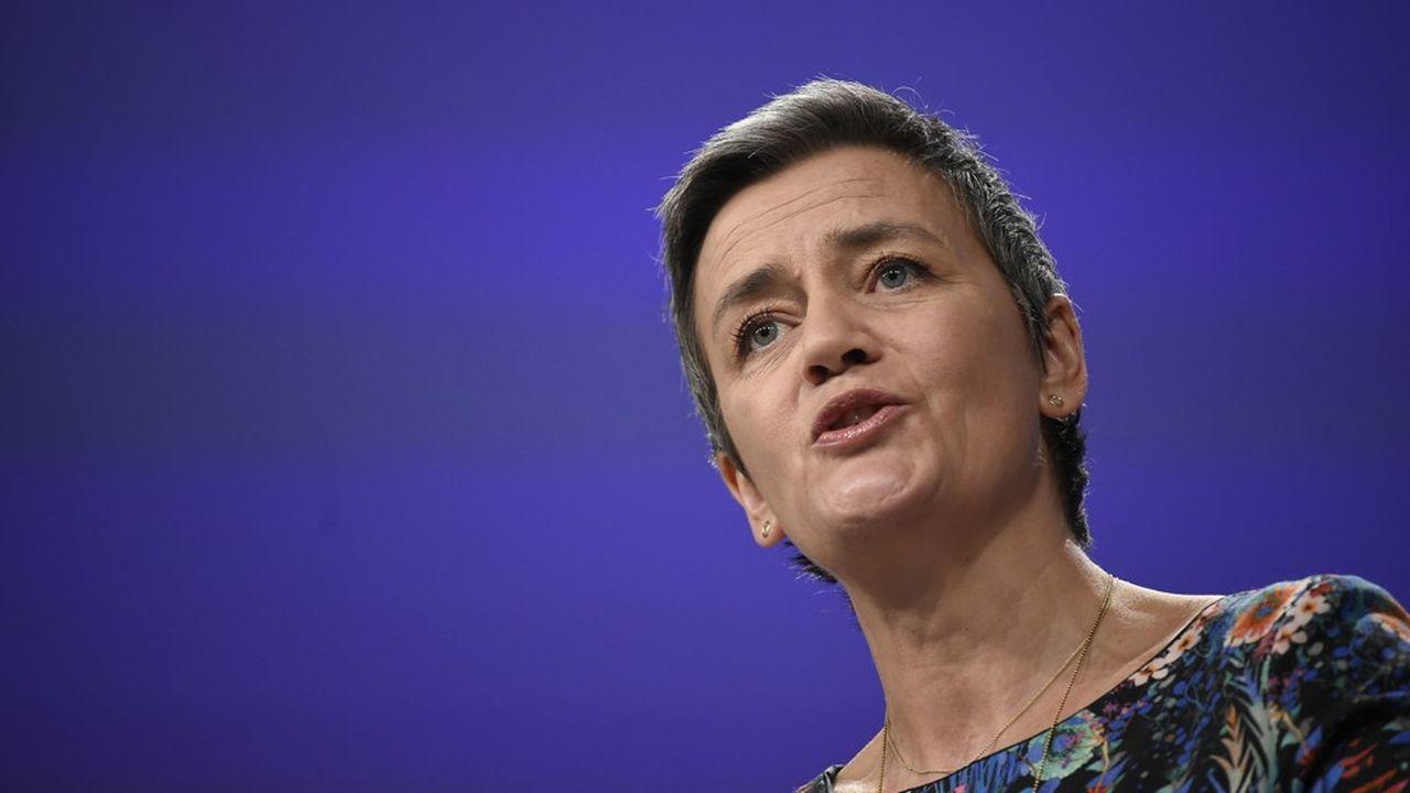 «Les engagements, qui sont désormais contraignants pour Visa et Mastercard, réduiront les coûts supportés par les détaillants qui acceptent des paiements effectués au moyen de cartes émises hors EEE», a déclaré Margrethe Vestager, commissaire européenne chargée de la politique de concurrence.