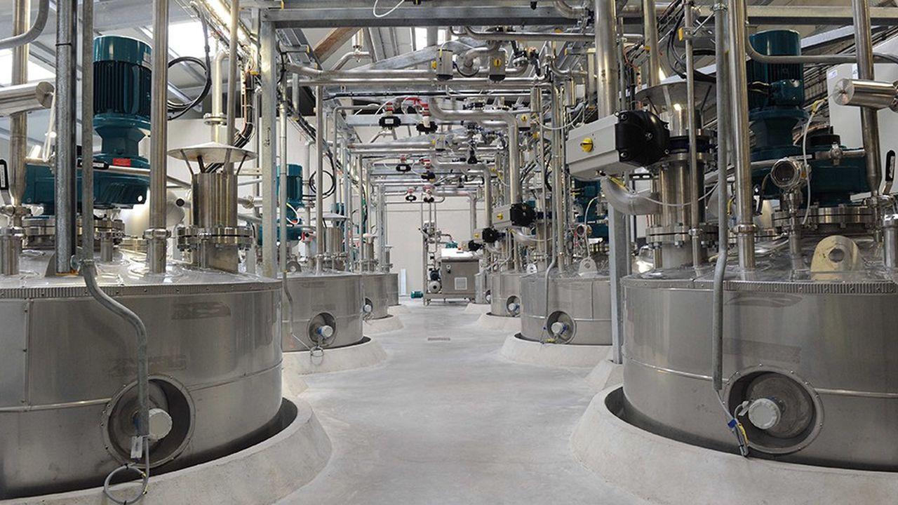 Des levures transforment par fermentation les sucres en éthanol.