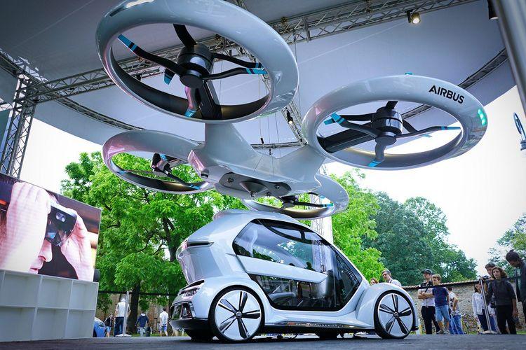 Tour à tour voiture ou drone, le concept Pop.up associe un véhicule Audi et un drône Airbus. Il est présenté ici lors du salon de l'auto de Turin en juin 2018.