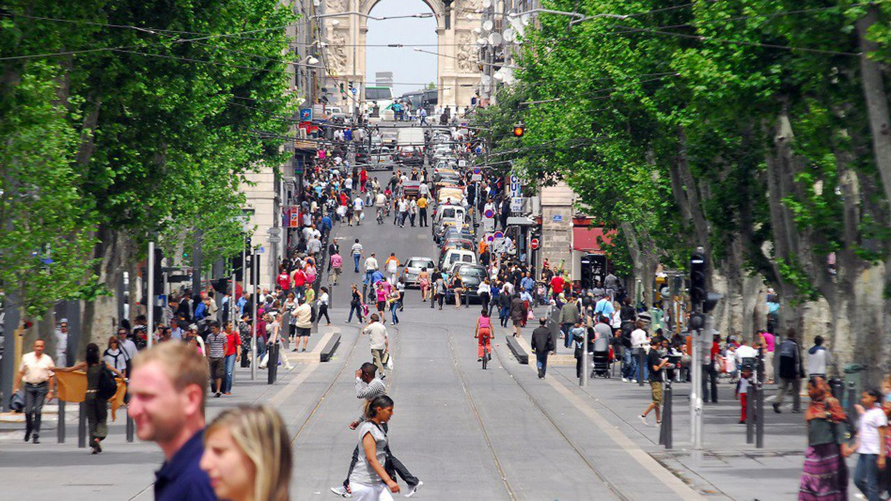 Le piéton à la reconquête de la chaussée... ici, à Marseille.