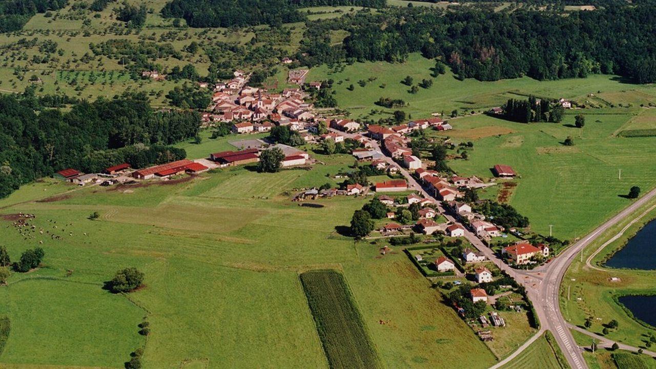 Dans le département des Vosges, la petite ville de Socourt est devenue en moins de dix ans un haut lieu de la pêche à la mouche sous l'impulsion de son maire, Jean-Luc Martinet, et de ses habitants.