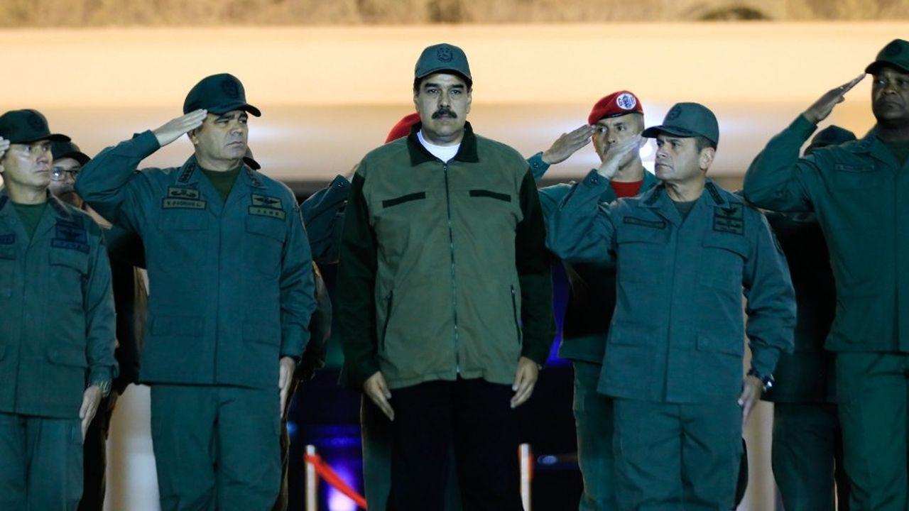 «Soldats de la patrie, il est temps de se battre!», a notamment déclaré Nicolás Maduro devant plusieurs centaines de soldats jeudi