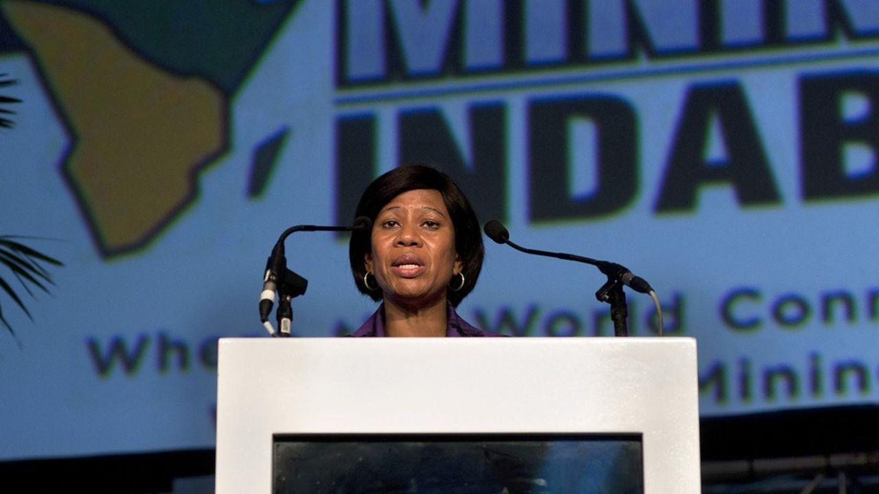 Khanyisile Kweyama, l'une des rares femmes noires à avoir un poste à haute responsabilité en Afrique du Sud, est à la tête de directrice générale de la compagnie minière Anglo American South Africa Limited.
