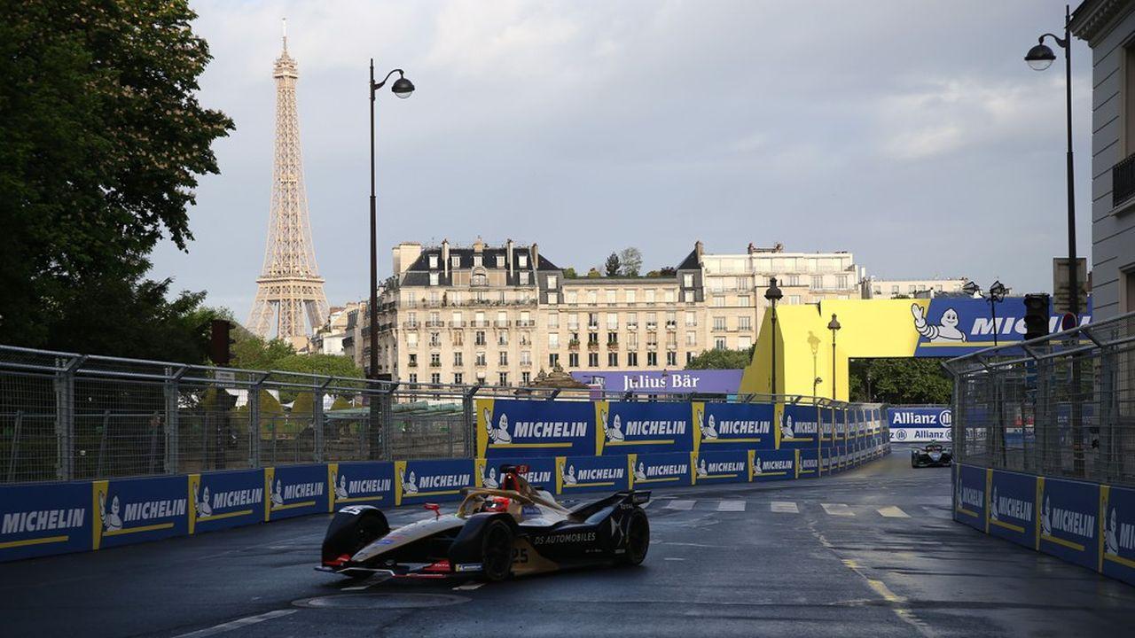 Vingt-cinq pour cent moins rapides que les voitures de Formule 1, les voitures courant en Formule E ne produisent que peu de bruit et ne dégagent aucune émission