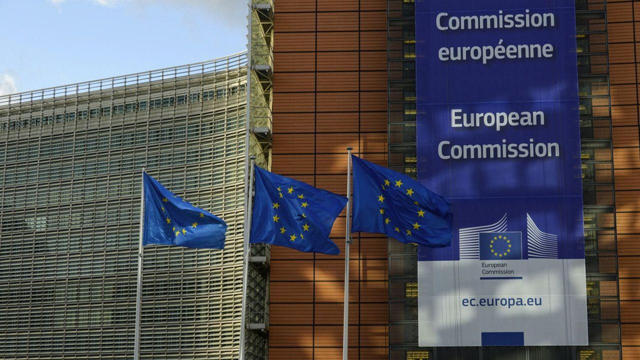 Les critiques se multiplient contre le plafond des bonus imposé aux banques européennes depuis 2014 par Bruxelles.
