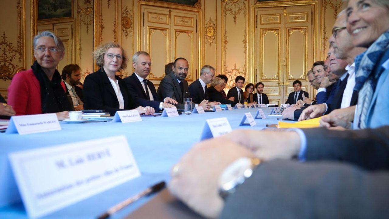 Lancement de la mobilisation nationale et territoriale pour l'emploi et les transitions écologique et numérique à Matignon.