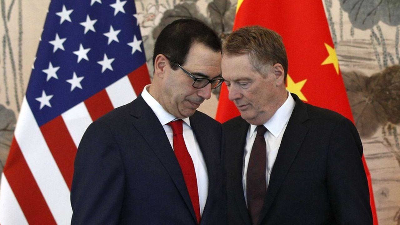 «La semaine dernière, nous avons vu une érosion des engagements de la Chine, je dirais qu'ils reviennent sur des engagements qui avaient déjà été pris», a déclaré le représentant américain au commerce, Robert Lighthizer (à droite, Steve Mnuchin à gauche)