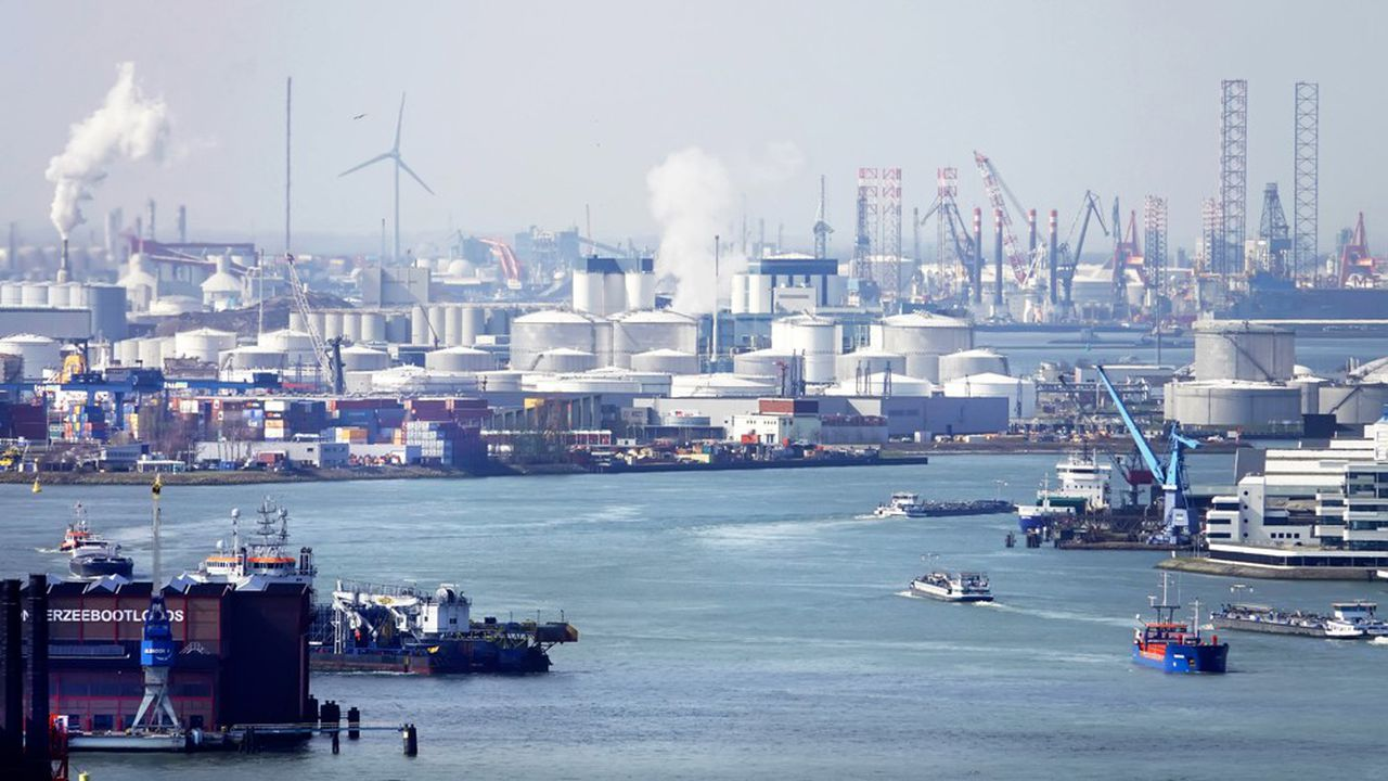 Rotterdam, premier port européen, génère à lui seul 15% à 20% des émissions de CO2 des Pays-Bas.