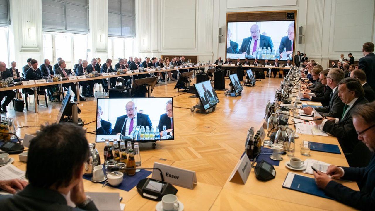 Peter Altmaier a beau s'être félicité en milieu de journée de ce que chacun a finalement accueilli positivement son appel à un débat «sans tabous», le fossé reste grand entre les entreprises et le ministre sur le rôle de l'Etat dans la stratégie industrielle.