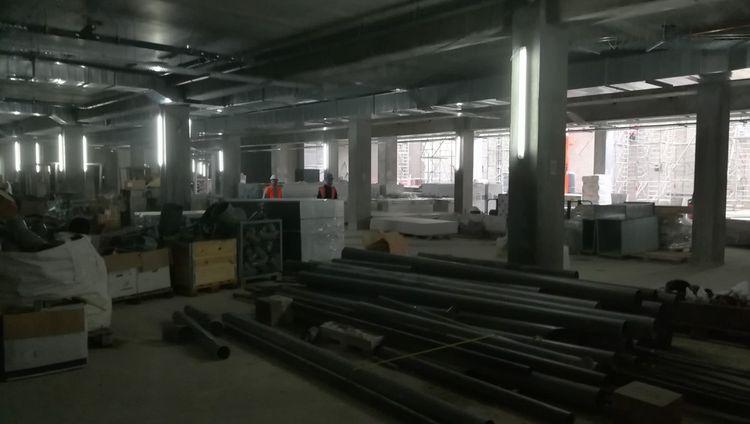 Sous le court Philippe-Chatrier, voilà à quoi ressemble aujourd'hui la future salle de presse.