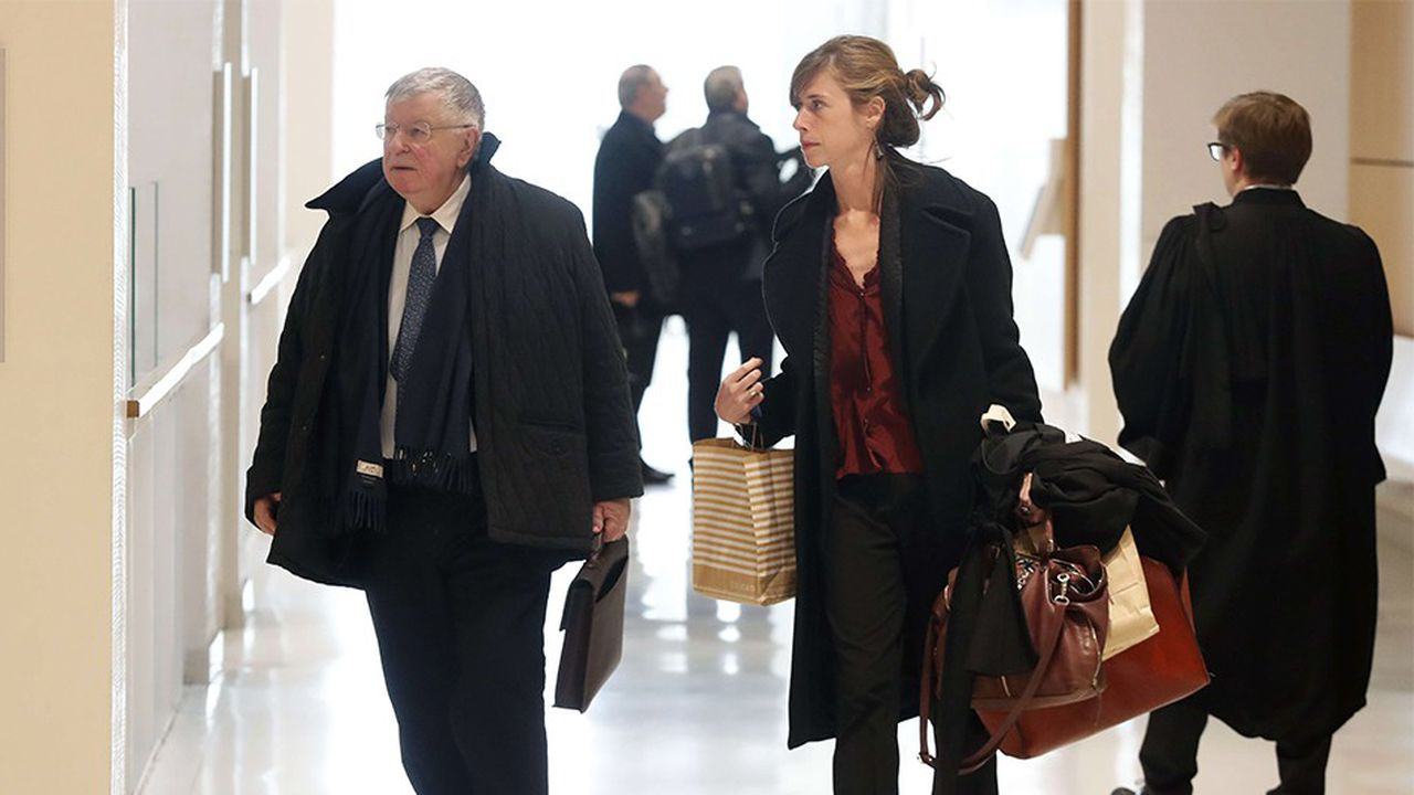 L'ex-patron de France Télécom a son arrivée au tribunal. A la barre, Didier Lombard a exprimé sa 'profonde et sincère tristesse' après la vague de suicides qui avait endeuillé l'entreprise en 2009-2010