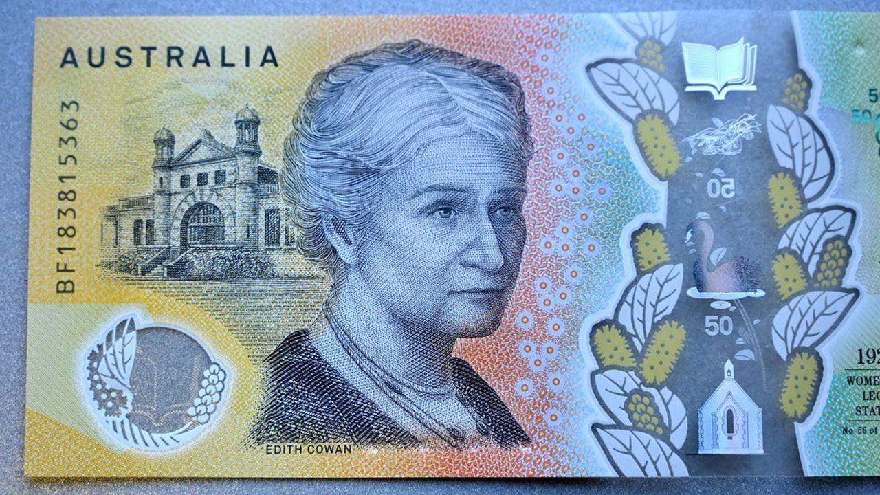 Le texte incriminé figure en microcaractères au-dessus de l'épaule d'Edith Cowan, première femme à avoir été élue au parlement australien.