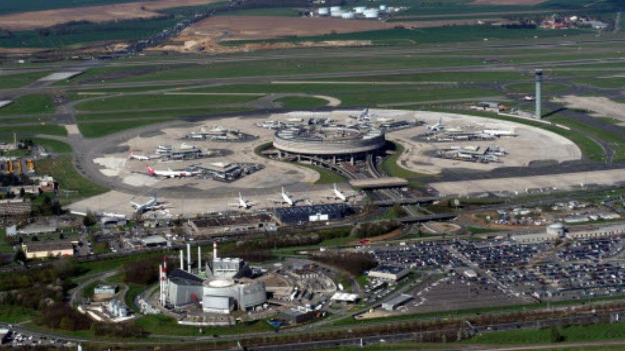 Voulue par le gouvernement, la privatisation des aéroports franciliens gérés par ADP a suscité une levée de boucliers dans l'opposition.