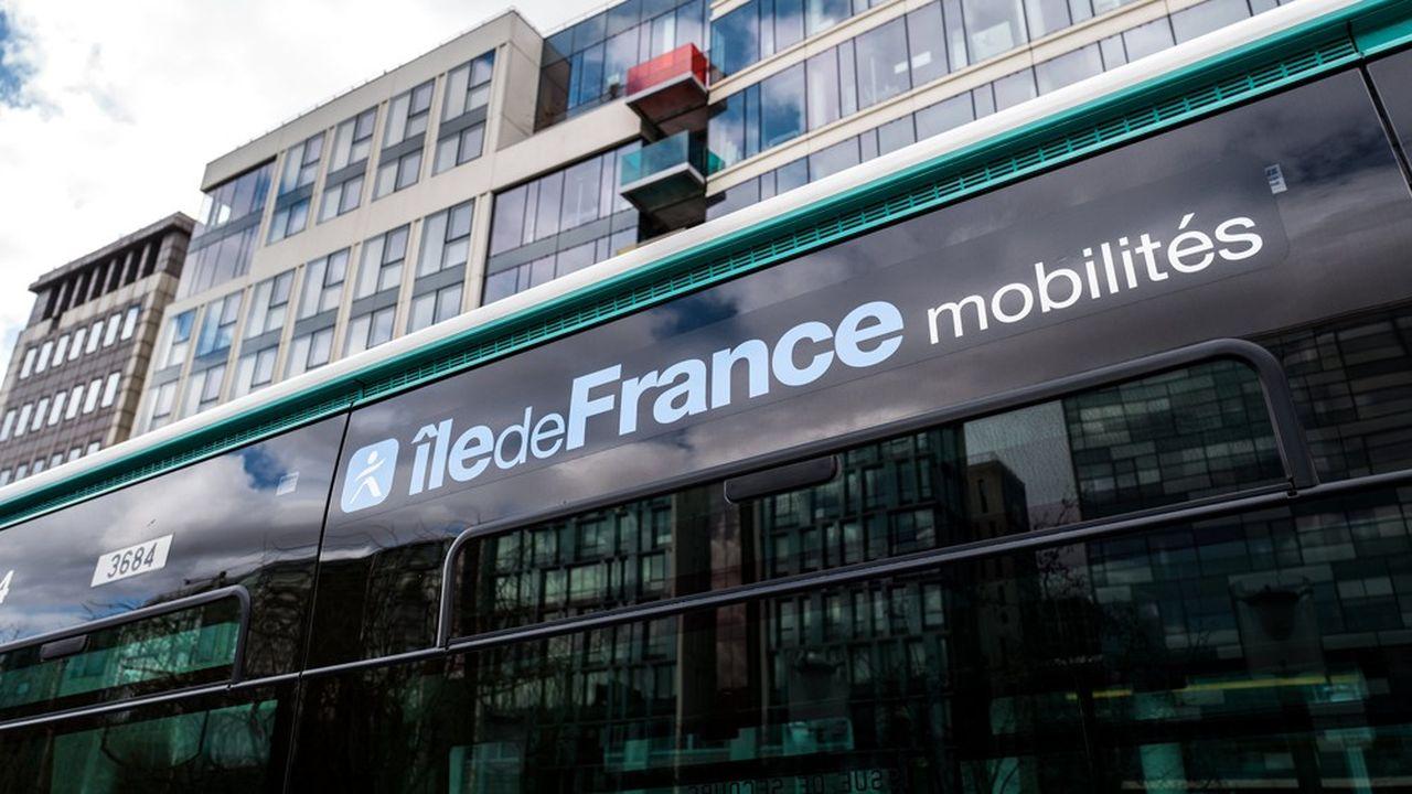 Le parc de bus de la région parisienne se met progressivement aux couleurs d'Ile de France Mobilites