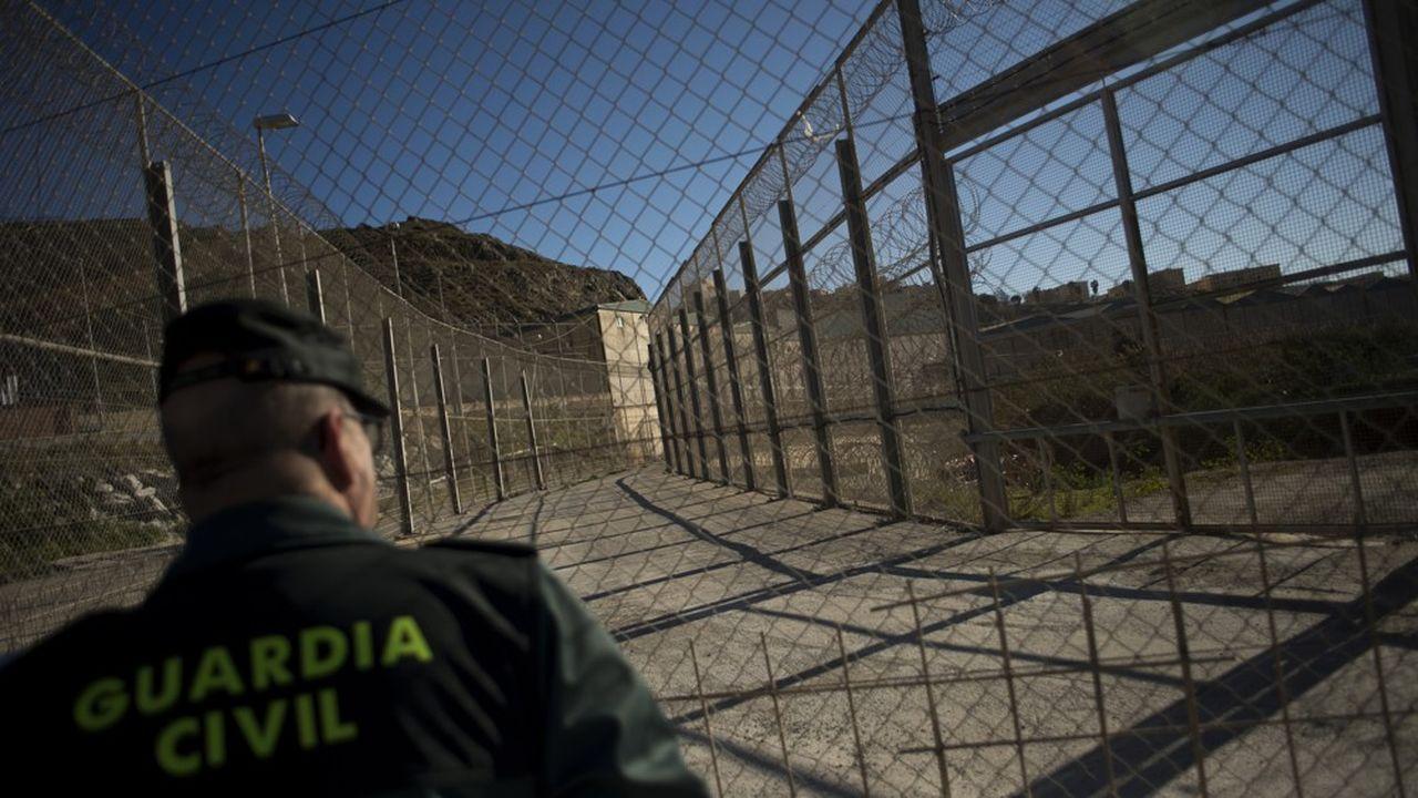 Le PPE met l'accent sur la protection des frontières, notammenten accélérant le renforcement de l'agence Frontex.