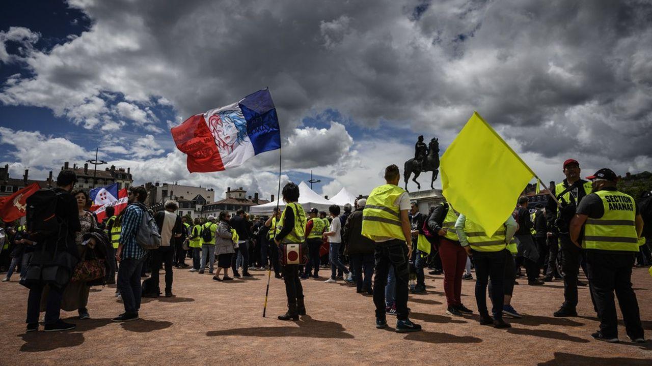 Manifestation de gilets jaunes place Bellecour, à Lyon, le samedi 11mai 2019.