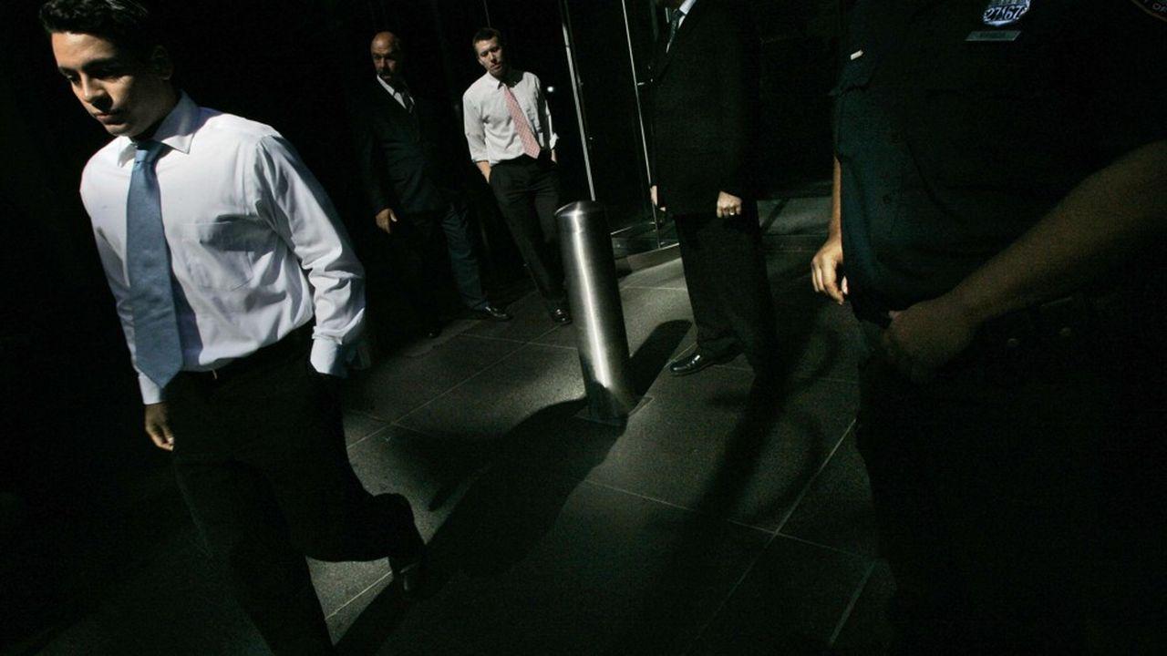 Des employés de la banque Lehman Brothers quitte le siège le 15 septembre 2008 à New York.